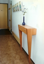 Side-table op pootjes (hout)